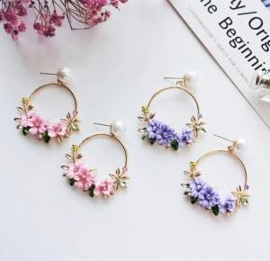 ☆きらきらのお花が可愛らしいフープピアス