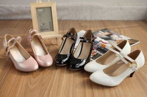 送料無料 レディース靴 パンプス エナメルパンプス ベルトパンプス ラウンドトゥ レディース靴 パンプス エナメルパンプス ベルトパンプ