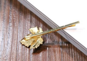 Xmasにオススメ木の実モチーフパールがついたリーフヘアピン 2Pセット ヘアピン リーフ 木の実 葉 髪留め 661001