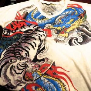 和柄VネックTシャツ 龍虎カラー