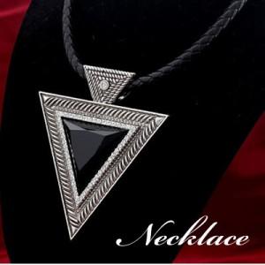 クールな存在感が際立つ♪トライアングルモチーフのネックレス ブラック ネックレス ペンダント ネックレス カッコイイ ネックレス 黒 ネ