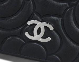 6586da7cf8d8 シャネル キーケース A70120 CHANEL 4連キーケース CC ココ カメリア 型押し ブラック シルバー金具