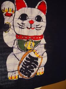 本ろうけつ染 プレミアム招き猫のれん(手差し)丈45cm 暖簾 綿100% 国産 贈り物 お祝い 店舗 商売繁盛