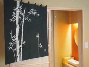 本ろうけつ染 竹のれん(暖簾) 丈90cm 緑・赤黒 綿100% 国産 贈り物 お祝い 店舗 癒やし