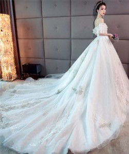 8f8d842d7ff 超豪華 宮廷風 レース ウェディングドレス オフショルダー 白 花嫁 結婚式 披露宴 ベール パニエ グローブプレゼント付 送料無料 LJ291