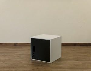 鍵付きロッカー扉付き キューブBOX JAC-04ブラックBK 収納キャビネット 貴重品保管 スチール製ロッカー 収納ボックス