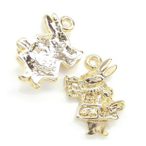 【2個】人気のかわいいアリスシリーズ♪ petit rabbit ラッパを吹くうさぎの金属チャーム オリジナルハンドメイド用