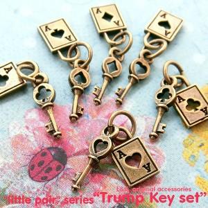 【2個】trump key setトランプ&鍵のセットチャーム ハート ダイヤ クローバー スペードのセットチャーム