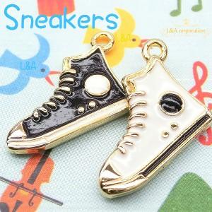 【2個】high cut sneaker 小さい靴のデザインチャーム 珍しいハイカットスニーカーのモチーフ 存在感抜群
