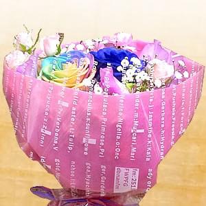 【誕生日】 【花】 【送料無料】届いたら置くだけ!レインボーローズと季節のお花の花束【女性】