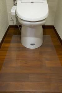 【送料無料!ポイント10%】透明トイレマット 60×95cm トイレの床のキズ・汚れ防止に♪