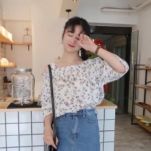 2017夏の新しい 小さな 新鮮な花 ワード肩 Tシャツ 緩い シフォンシャツ