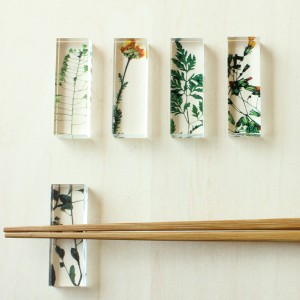 toumei トウメイ 押花 箸置き 5個セット 木箱入り アクリル樹脂製のおしゃれ箸置き 日本製 / テーブルウェア
