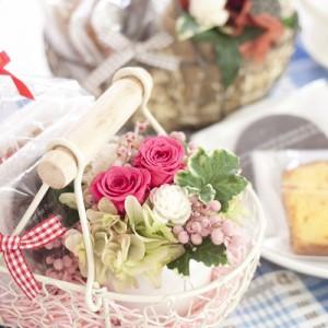 プリザーブドフラワー ギフト 『フラワーバスケット スイーツギフト』【花 お菓子 誕生日 結婚祝い プレゼント プリザードフラワー