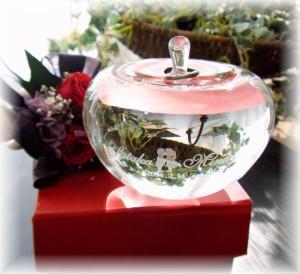 名入れ彫刻【ガラスのリンゴ/クリスタル・リングホルダー】クリスマスプレゼント・誕生日・結婚祝い・結婚記念・記念日ギフト