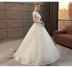 10da93756ff おすすめ 宮廷風 レース ウェディングドレス オフショルダー Aライン 白 結婚式 披露宴 ベール パニエ グローブプレゼント付  H032の通販はWowma!