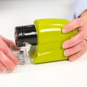 電動多目的シャープナー Swifty Sharp ポータブル包丁研ぎ機 電池式 コンパクトサイズ ハサミやドライバーなどに SSZ13