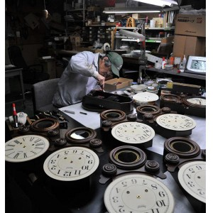 ボンボン振り子だるま時計 ローマ文字  QL687R 昔ながらのなつかしい振り子時計