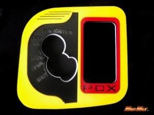 マッドマックス PCX125 ドレスアップ・カバー PCX125(JF28)LEDメインスイッチカバー イエロー/レッド レッ…
