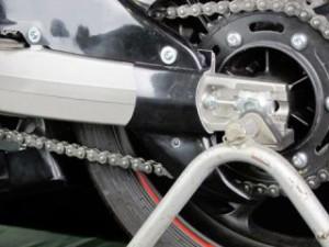 A-TECH ドライブチェーンガード 材質:FRP/黒