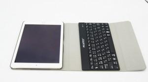 【送料無料】 iPad air2/Pro 9.7インチ 通用 超薄型Bluetooth接続キーボード 内蔵アルミケース キーボード兼スタンド兼カバー