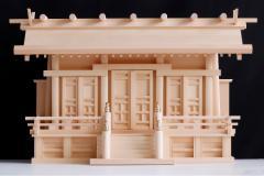 匠造り ■ 木曽ひのき ■ 極上唐戸 通し屋根三社 大型 ■ 丸柱仕様 ■ 神棚
