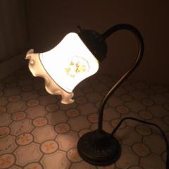 【リサイクル品】レトロでゆったりとした雰囲気を醸し出すテーブル・ランプ