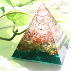 オルゴナイト 型 金運 天然石 ペリドット グリーン ピラミッド型