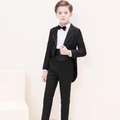 f8c90c6319628 5点セット 燕尾服 タキシードスーツ ジュニア フォーマルスーツ 子供 男の子 卒園式 ピアノ 発表