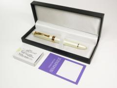 【ハード化粧箱入り】パールホワイト軸。JINHAO万年筆。太めの中字。コンバーター付、インクカートリッジ5本セット付き