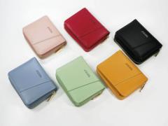 【ヒット商品】小銭はもちろん、紙幣、カード、レシート、カギと何でも入る実用性抜群の折り財布。