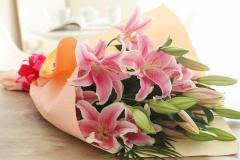 母の日 ギフト 花 ピンクゆり 花束 誕生日 母の日 プレゼント 女性  母 本州は送料無料