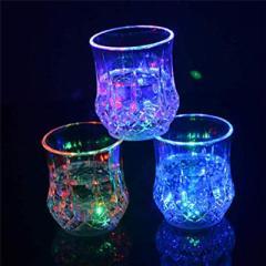 LED コップ 2セット  液体感知 センサーネオン 電池交換可能 カラーLED付き 光る グラス 通電式 パイナップル型 グラス パーティー クラ