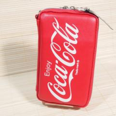 Coca Cola(コカ・コーラ/ロゴ) フラットマルチペンケース 63920/スマホも入るポーチ ポケット多め トラベルポーチ