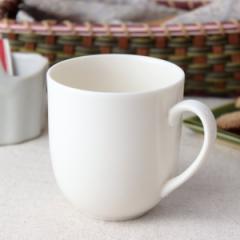 ややクリーム色のぽってりマグカップ 300ml 日本製 美濃焼 カップ コップ タンブラー コーヒーカップ 白いマグ 白 表示在庫限り 食器 陶
