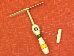 竹とんぼが力強く簡単に飛ぶ! 糸引きとんぼ