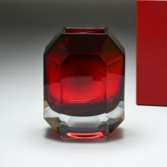母の日 ギフト バカラ ベース 花瓶 オクトゴン レッド 25cm 2813754 送料無料