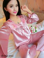 衿元のスカラップレースと程良いボリュームのギャザーが上品なパジャマ PAJAMAS 007 ピンク