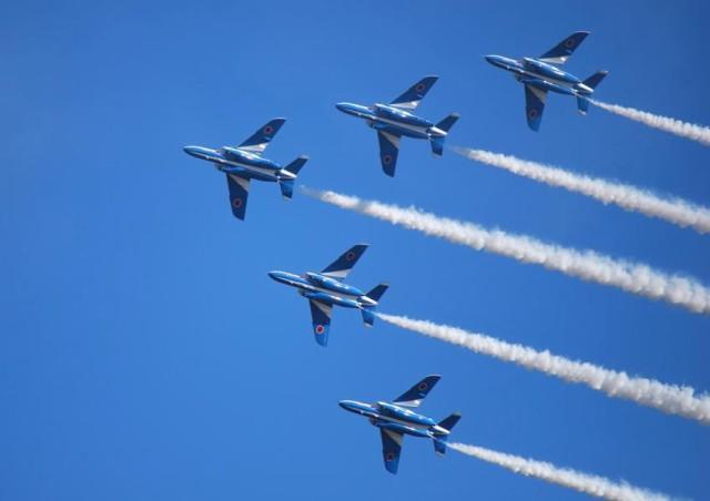 自衛隊 インパルス 航空 ブルー 航空自衛隊「ブルーインパルス」、都心を飛行 医療関係者に感謝示す