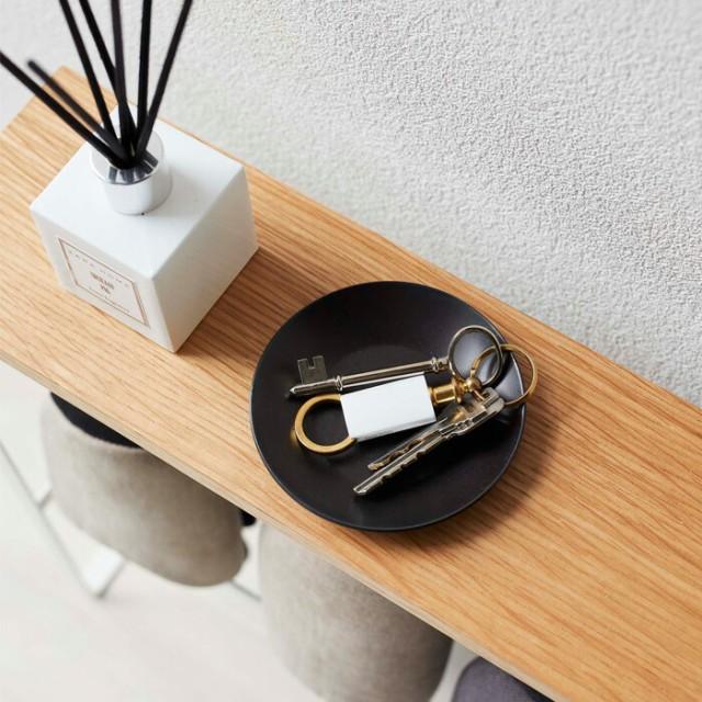 天板には鍵や印鑑、フレグランスなどを置けます