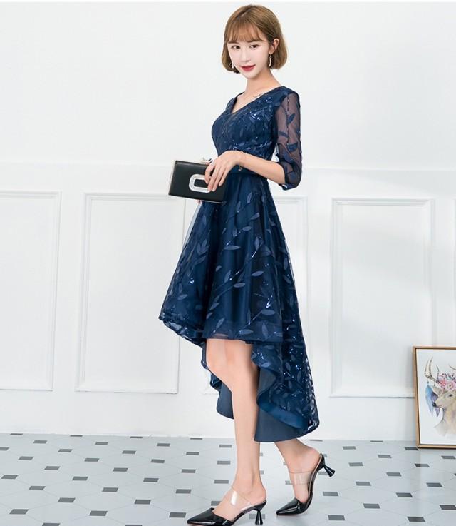 bb64362e2c91e すっきりと開いたVネックが女性らしい着こなしを演出♪ シンプルながらも大人っぽさが残るデザイン♪ リーフ柄がこだわりポイントです!