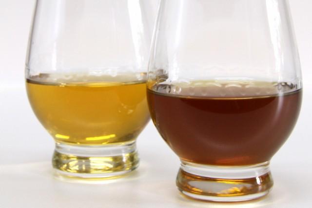 梅酒を長い間熟成。色合いも濃くウィスキーのような色合いに