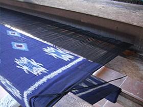 イカット 手織り